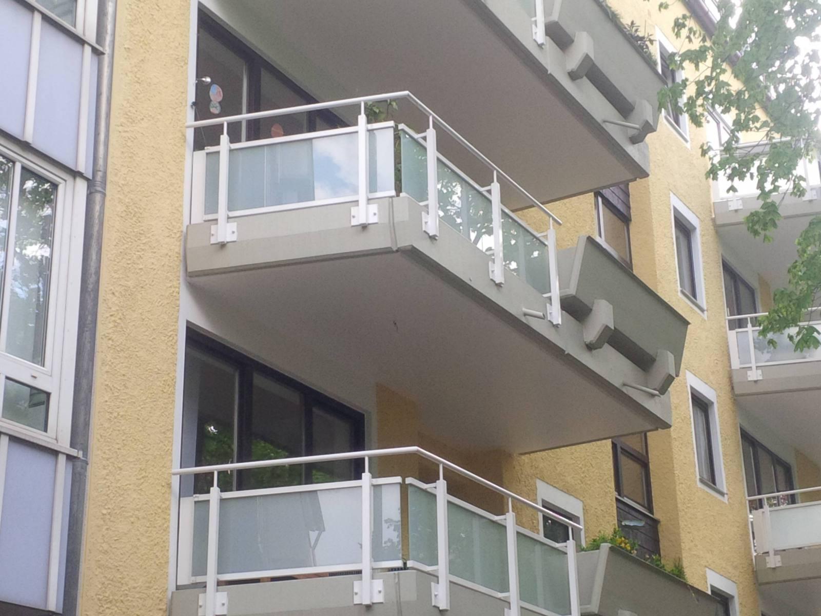 Fassade-Balkone-Gelaender-Muenchen-19